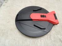 plastový kryt s otvorom 355 mm s možnosťou zamykania (bez zámku)