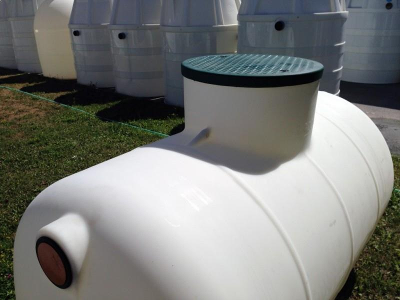 horizontálna podzemná plastová nádrž TH 2,3 s uzamykateľným krytom
